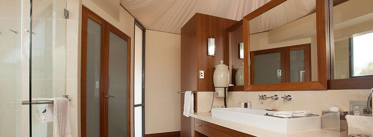 Luxury tent bathroom